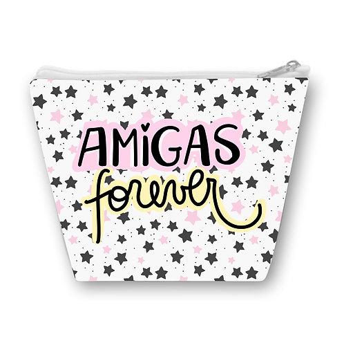 Necessaire com fundo de estrelinhas pretas e rosa e a frase Amigas Forever em letras decoradas ao centro