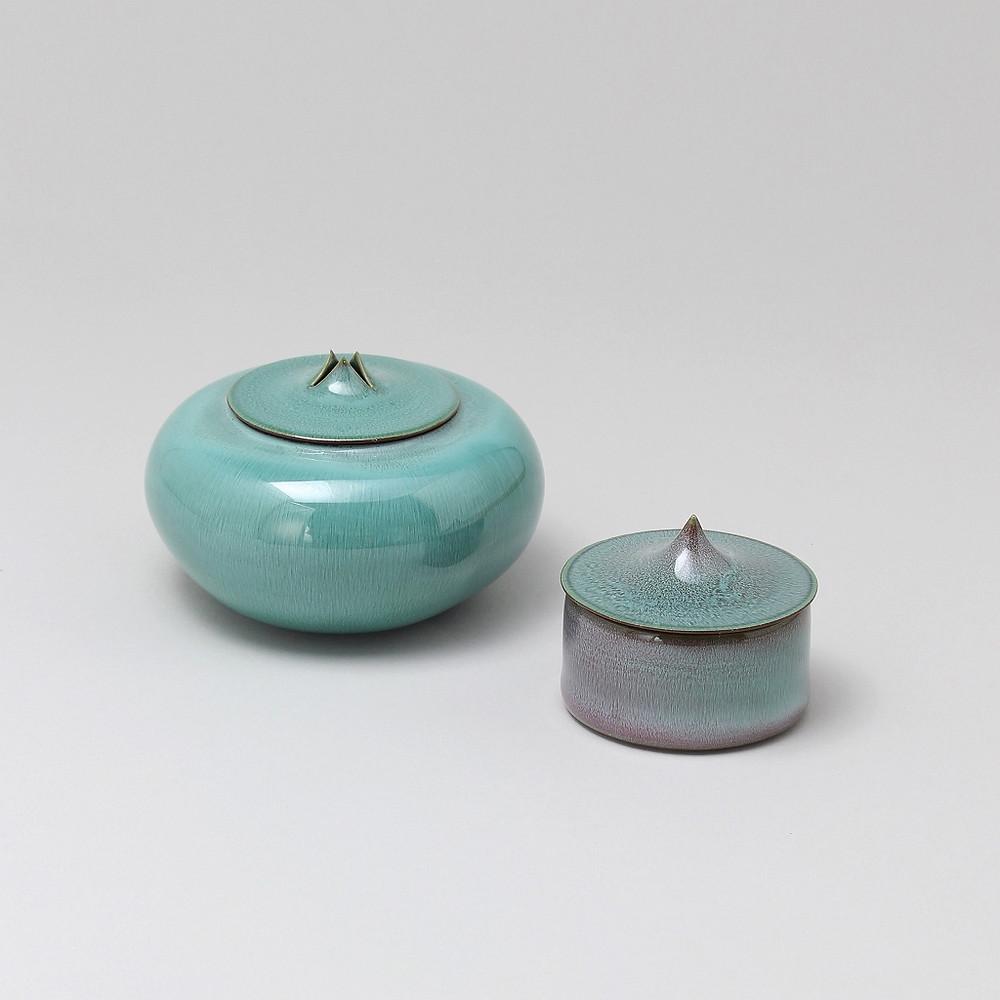 Kawase Shinobu  Lidded Incense burner, Celadon, Suiji-type  2019  w10.8 h6.5 cm / Lidded Container, Celadon, Suiji-type  2019  w6.5 h5.2 cm
