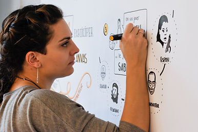 Fanny Thomas facilitatrice graphique basée sur Montpellier, intervention partout en France