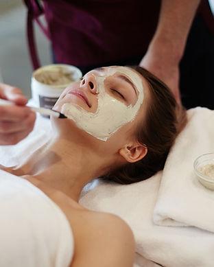 facial-beauty-treatment-in-spa-CSVTMH2.j