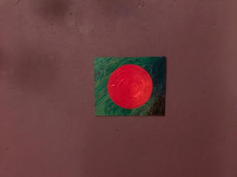 Roter Kreis auf grünem Hintergrund