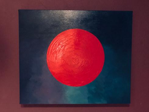 Roter Kreis auf blauem Hintergrund