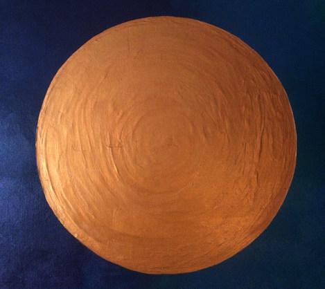 Goldener Kreis auf blauem Hintergrund