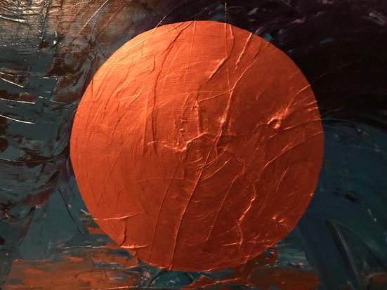 Kupferkreis auf türkisviolettem Hintergrund