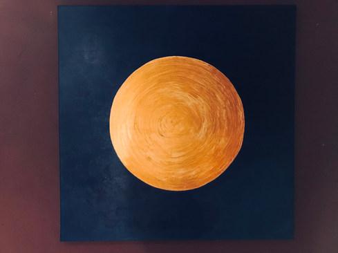 Goldweißer Kreis auf blauem Hintergrund