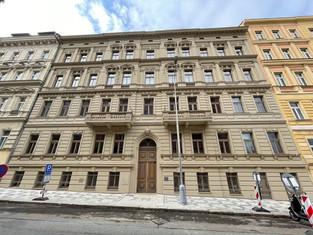 Rekonstrukce činžovního domu v ulici Římská, Praha 2 byla dokončena