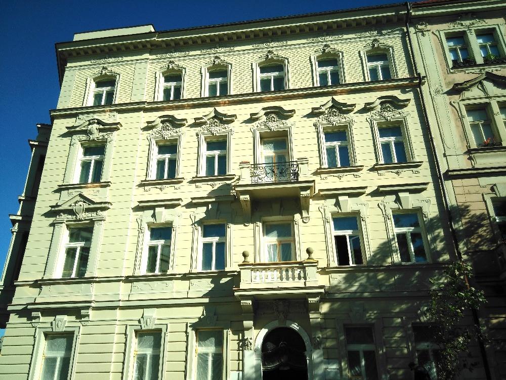 The reconstruction of the Čermákova N° 1 apartment building, Prague 2 finished
