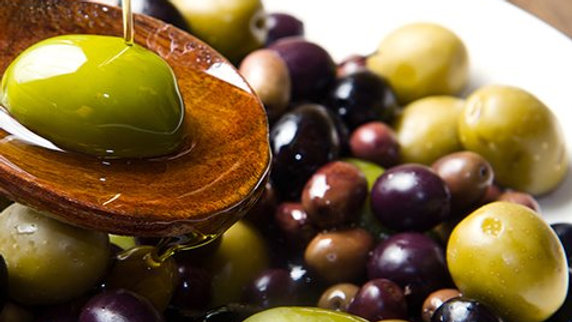 Huisgemarineerde olijven by Petja