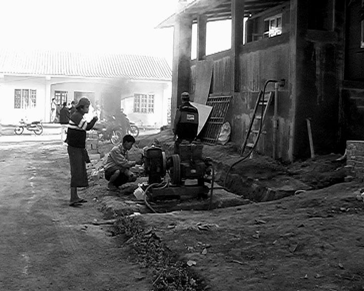 Burmese helpers (behind Danasala).JPG