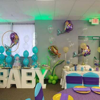 baby shower balloons and decor