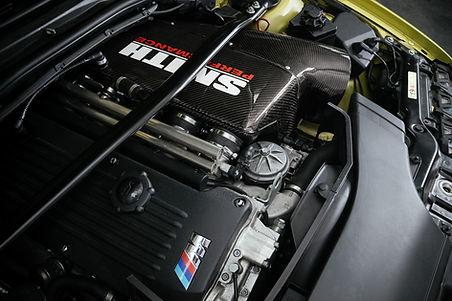 BMW S54B32-Motor mit Carbon-Airbox