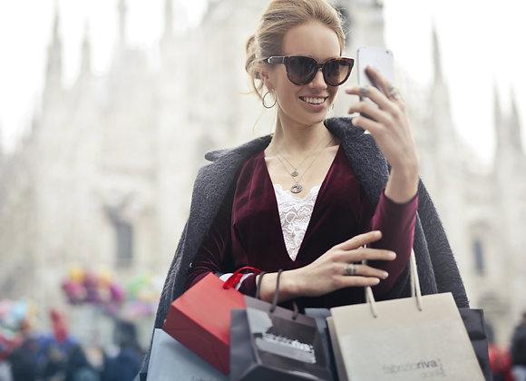Frau beim Shoppen ist am Instagram Story Aufrufe kaufen.