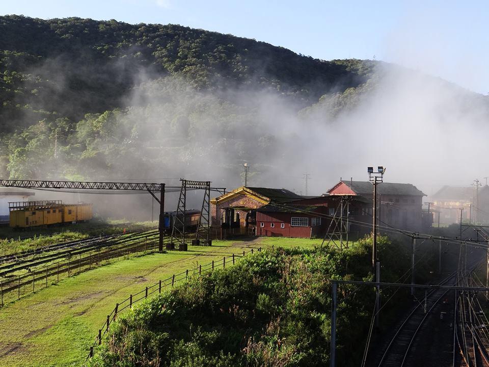 funicular e neblina