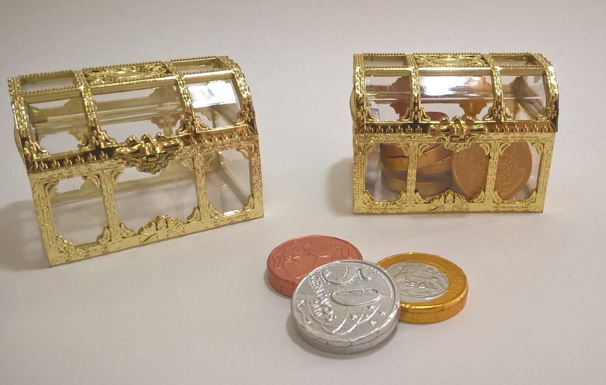 bau-acrilico-e-dourado-8x5cm-baleiro-ele