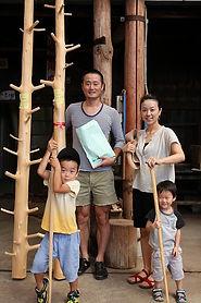 201208CH建築大黒柱選木夫婦子ども二人.jpg