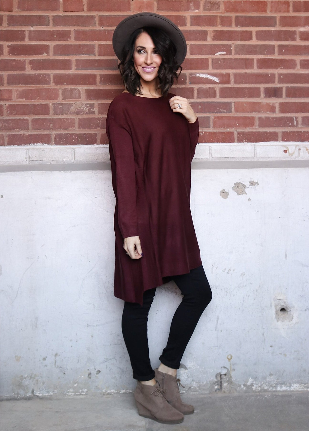 long Burgundy tunic with grey hat and black leggings