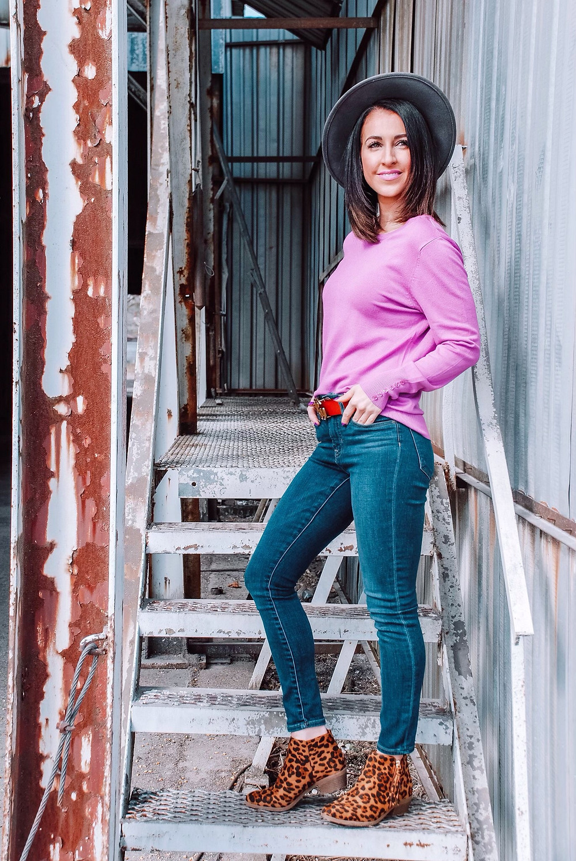 long sleeve lightweight purple sweater, high waisted jeans