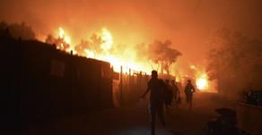 Πύρινη κόλαση στη Λέσβο: Καίγεται το ΚΥΤ της Μόριας