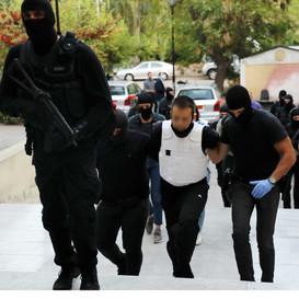 Επιχείρηση Αντιτρομοκρατικής: Στον εισαγγελέα οι τρεις συλληφθέντες – Τα ευρήματα σε Κουκάκι