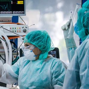 Γεμίζουν οι ΜΕΘ από ασθενείς με κορωνοϊό - Στα επίπεδα του Απριλίου οι διασωληνωμένοι