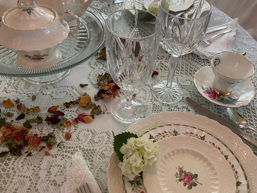 Vintage Table Setting for Summer