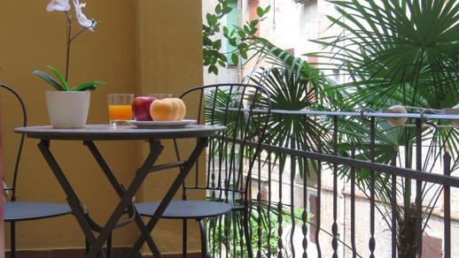 Altaseta Apartments balcone