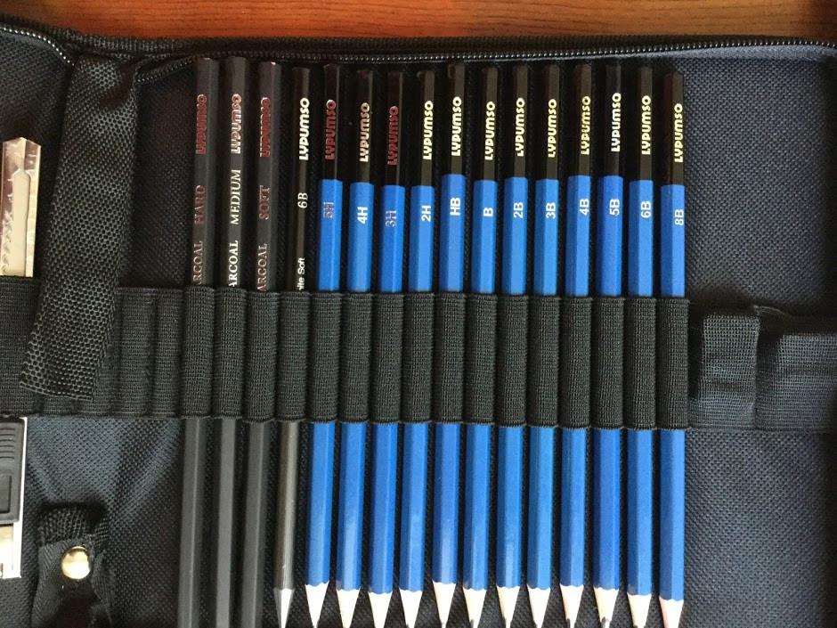 色々な硬さの鉛筆と木炭