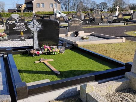 Celtic Breeze Headstone & Surrounnd