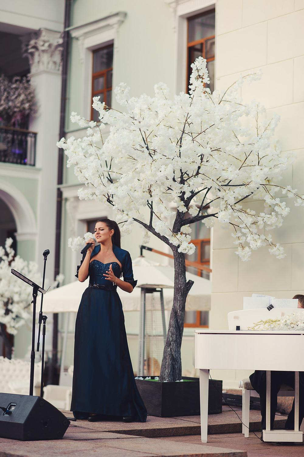 белая сакура, искусственные деревья в оформлении, деревья в свадебном оформлении, свадьба в морозовке, свадебные деревья, свадебное оформление, необычное свадебное оформление, оригинальное свадебное оформление