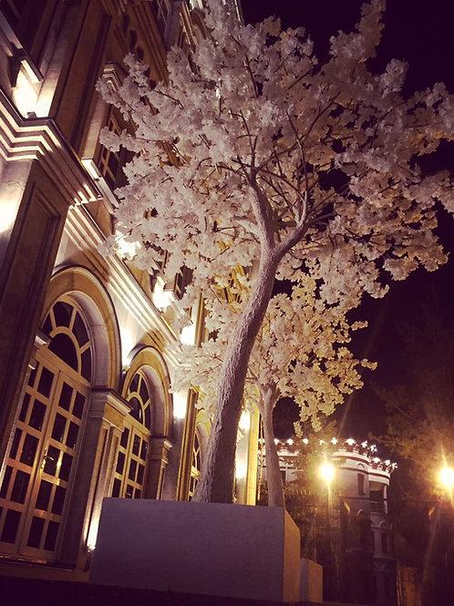 Аренда искусственного дерева Белая сакура люкс на белом стволе 3м.
