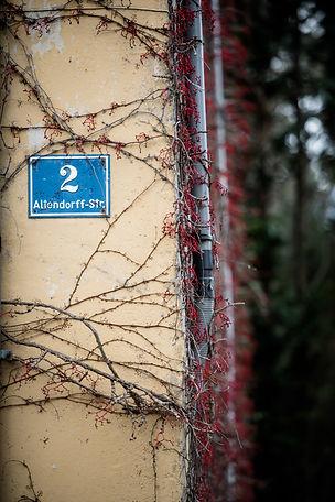 Hausnummernschild von Physiowalk in Hallein, Altendorffstraße 2
