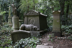 Keeping guard over his master's grave