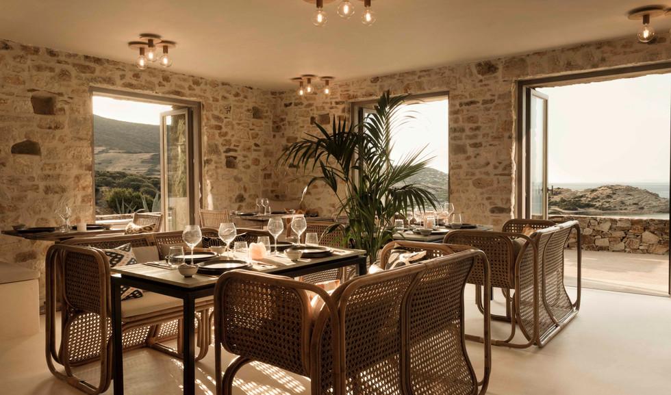 restaurant2(R).jpg