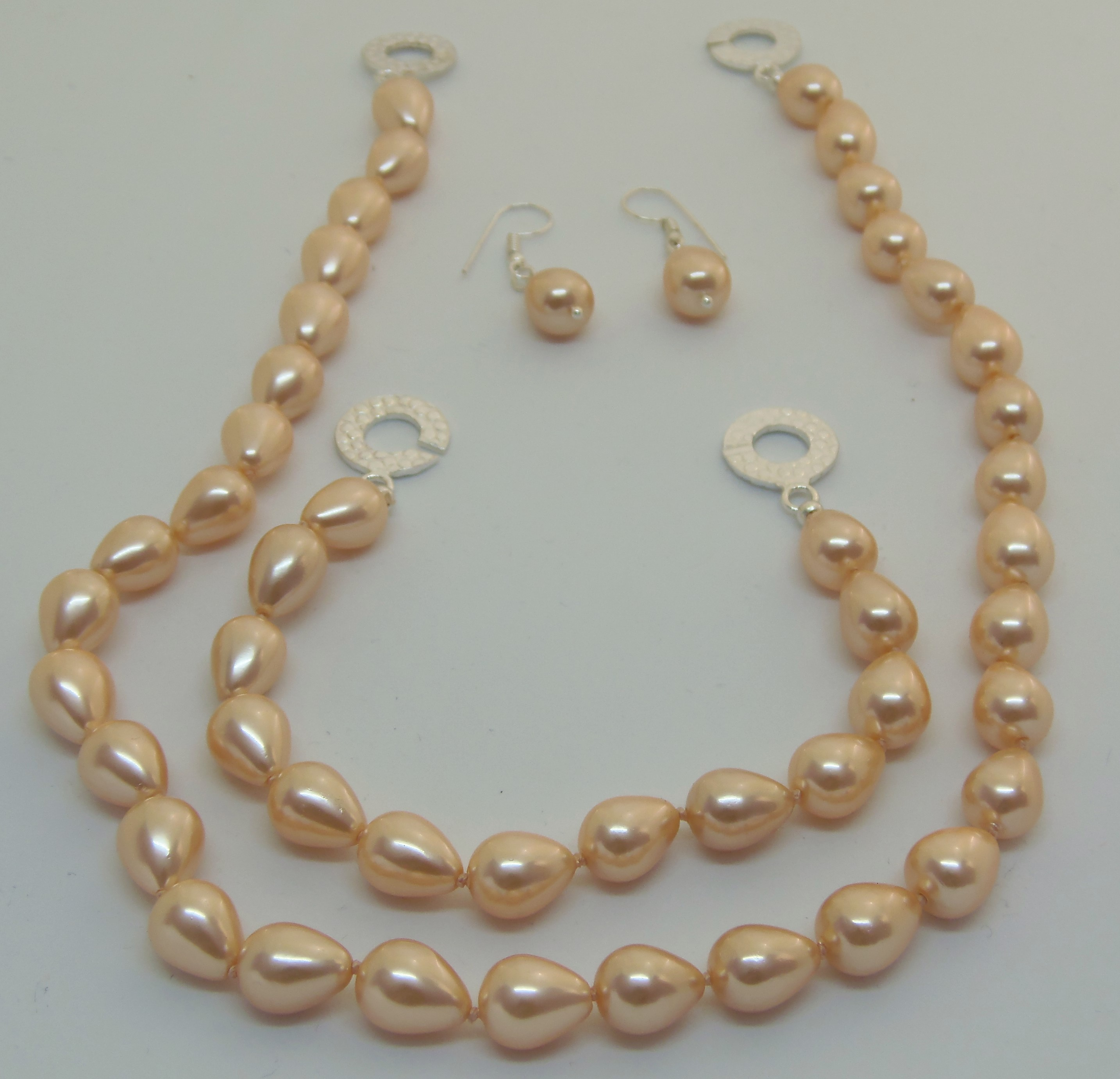 Peach shell pearl jewellery set
