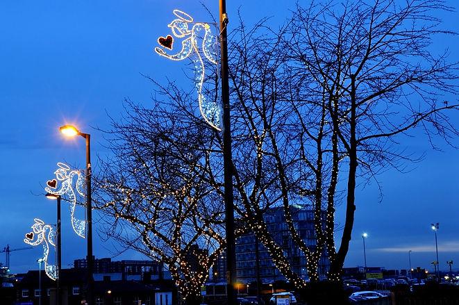 pole-mounted-christmas-decorations-3.jpg