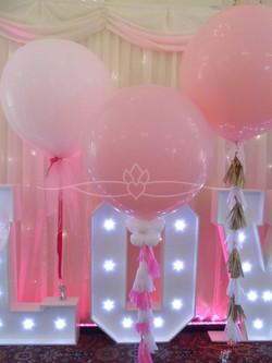 """""""Love"""" Sign Balloon"""