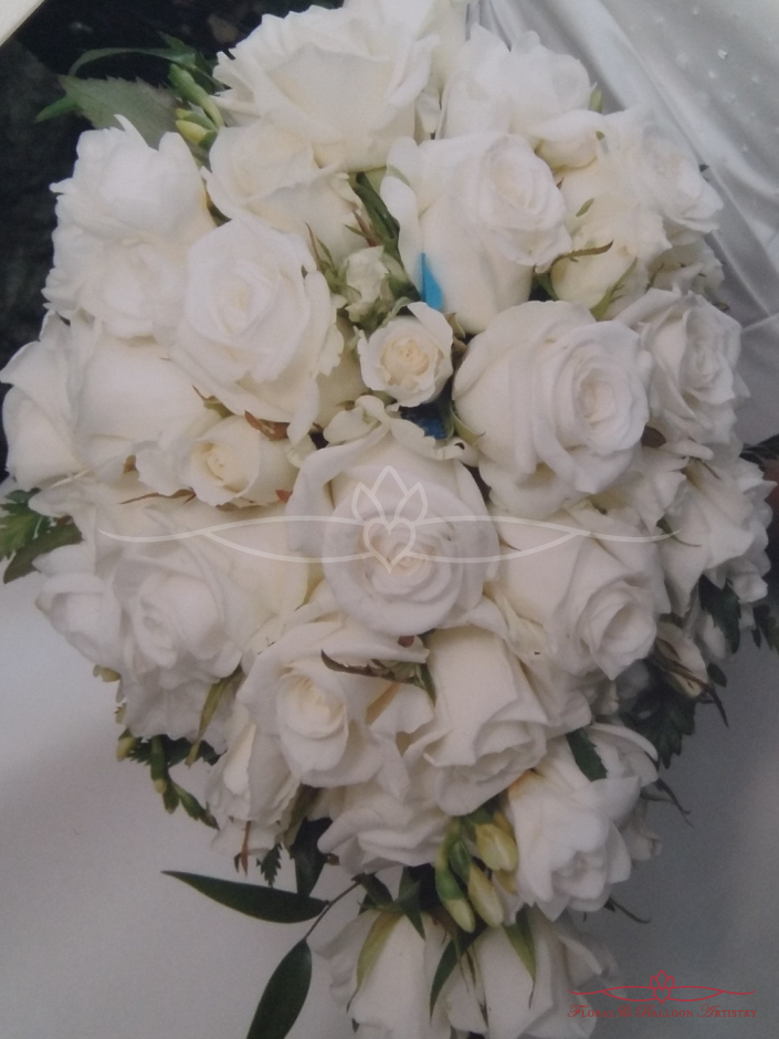 Classic Rose Teardrop Bouquet