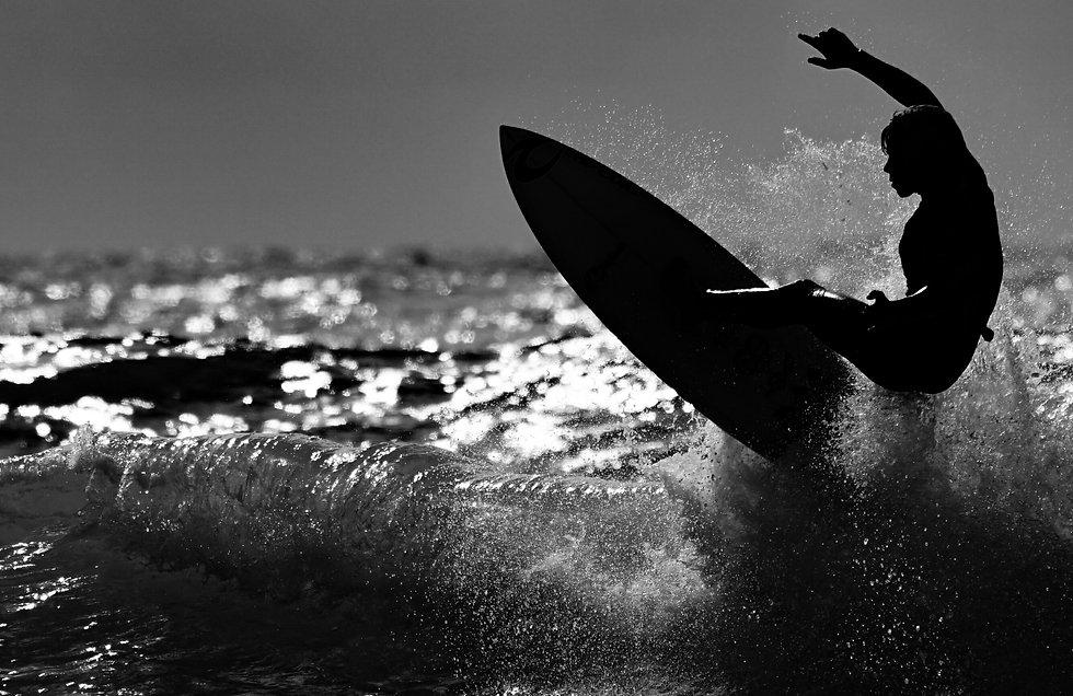 surfer-surfing-surf-XMQLVVM.jpg