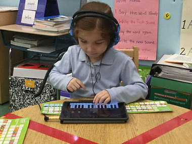horizon student using ipad for musical learning