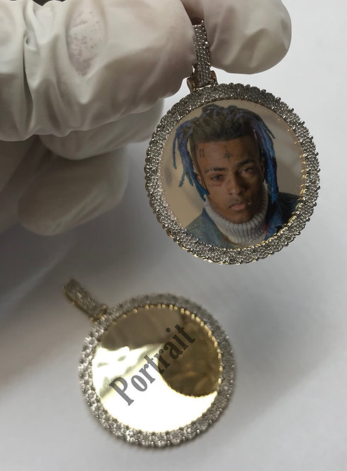 10 Karat Yellow Gold Memorial Portrait Pendant