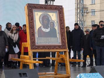 В честь Дня народного единства в центре Новосибирска состоялись молебен и праздничный концерт