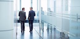 Dos hombres en la oficina