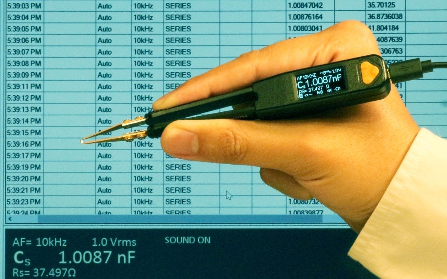 PC connectivity of Smart Tweezers-style LCR meter LCR Pro1