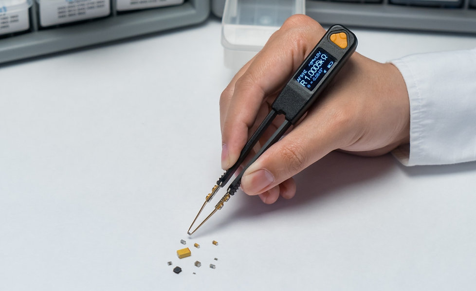 Smart Tweezers-style LCR meter LCR Pro1 testing SMD components