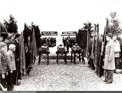 Памятник на братской могиле в деревне Ал