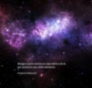 sfondo stelle con scritta Nietzsche quad