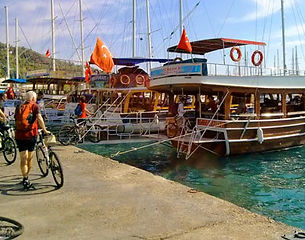 Bike tour with boat trip