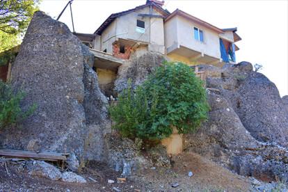 Unusual house foundations in Kestanelik village