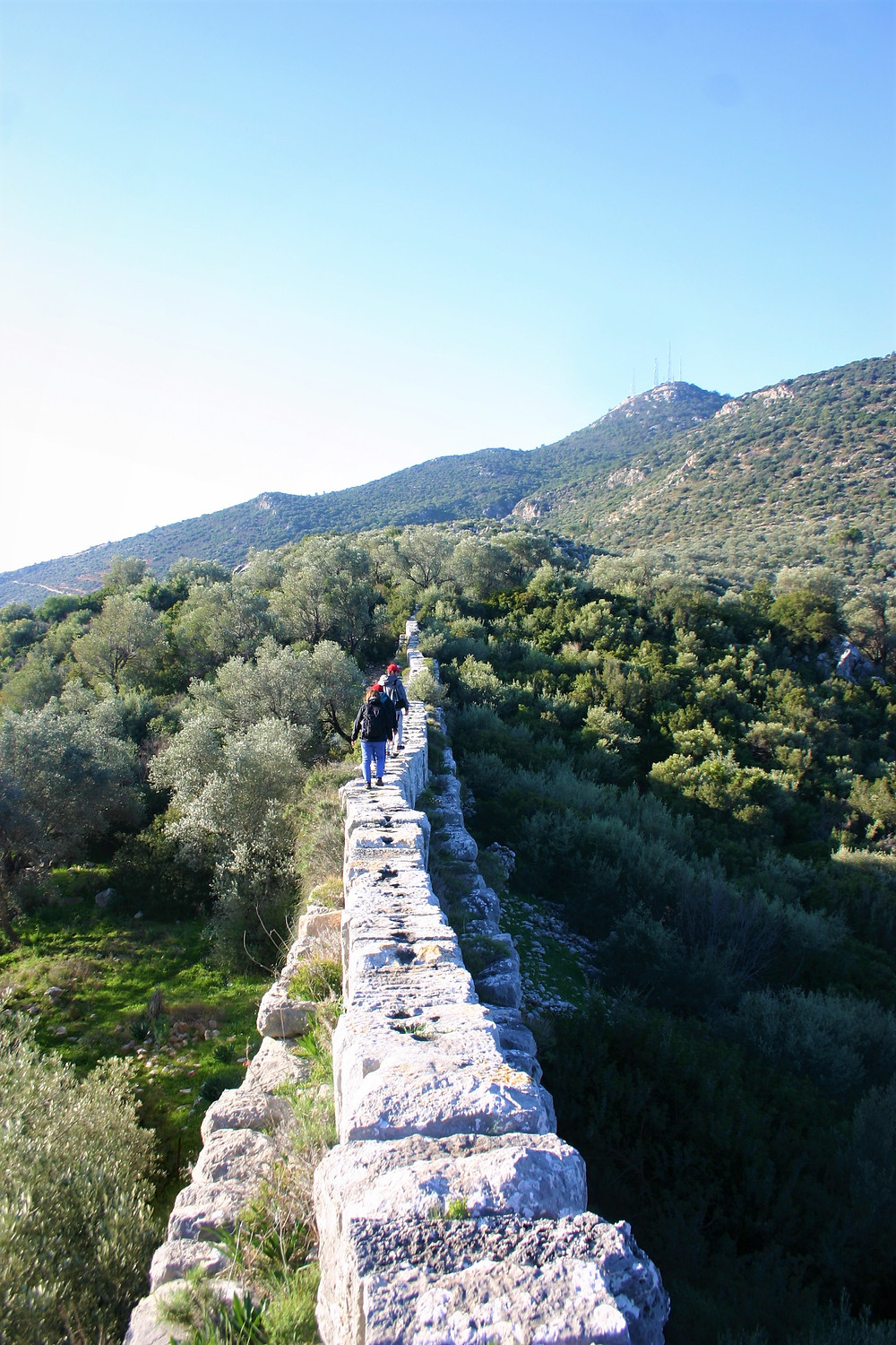 Trekking on the Delikkemer Aqueduct
