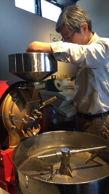 ただ今、焙煎公開しています。 コーヒー豆のお買い求めはオンド店頭又はネットからお買い求め頂けます。 https://www.coffeephilosophia.com/